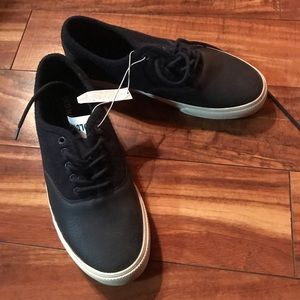 Old Navy Boys Shoes Size 9